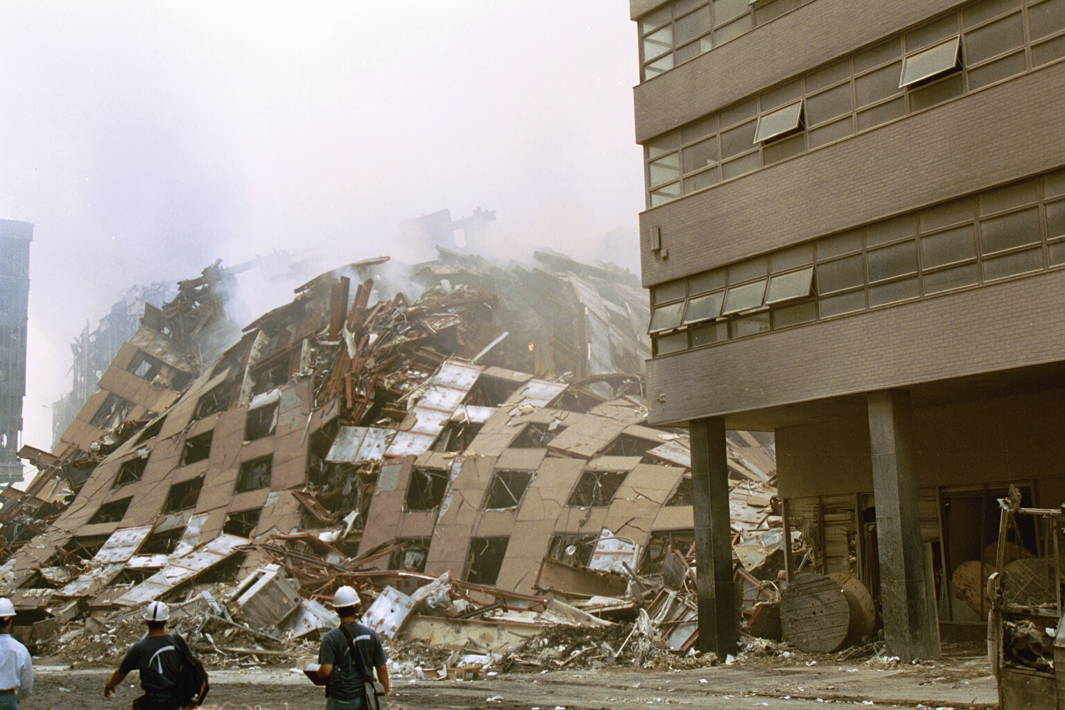 Building Falling Down : New wtc complex photos highlight bizarre building collapse