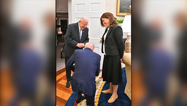 [Image: biden-drops-to-his-knees-before-israel-president.jpg]